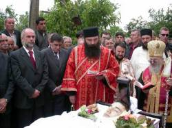 zabity-srbsky-mladik-byl-pohrben-v-gracanici-dimitrije-popovic-17-lety-srbsky-mladik-byl-zavrazden-albanskymi-teroristy-562004-pohreb-vykonal-vladyka-artemije.jpg